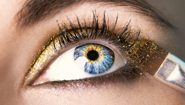 Aplicação de brilho ocular